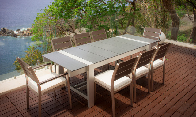 beach-style-outdoor-dining-sets
