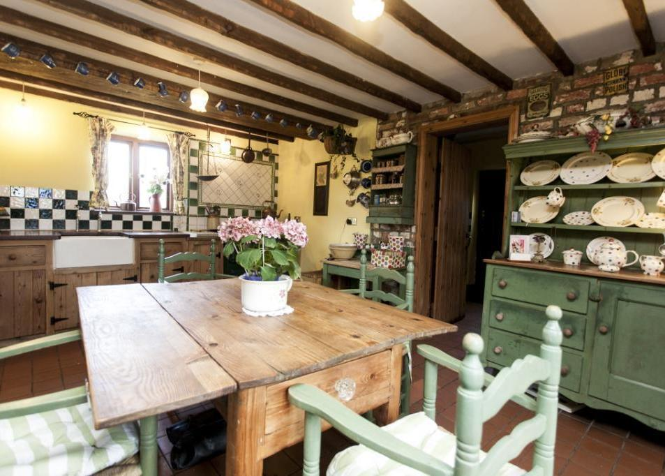 beautiful farmhouse kitchen
