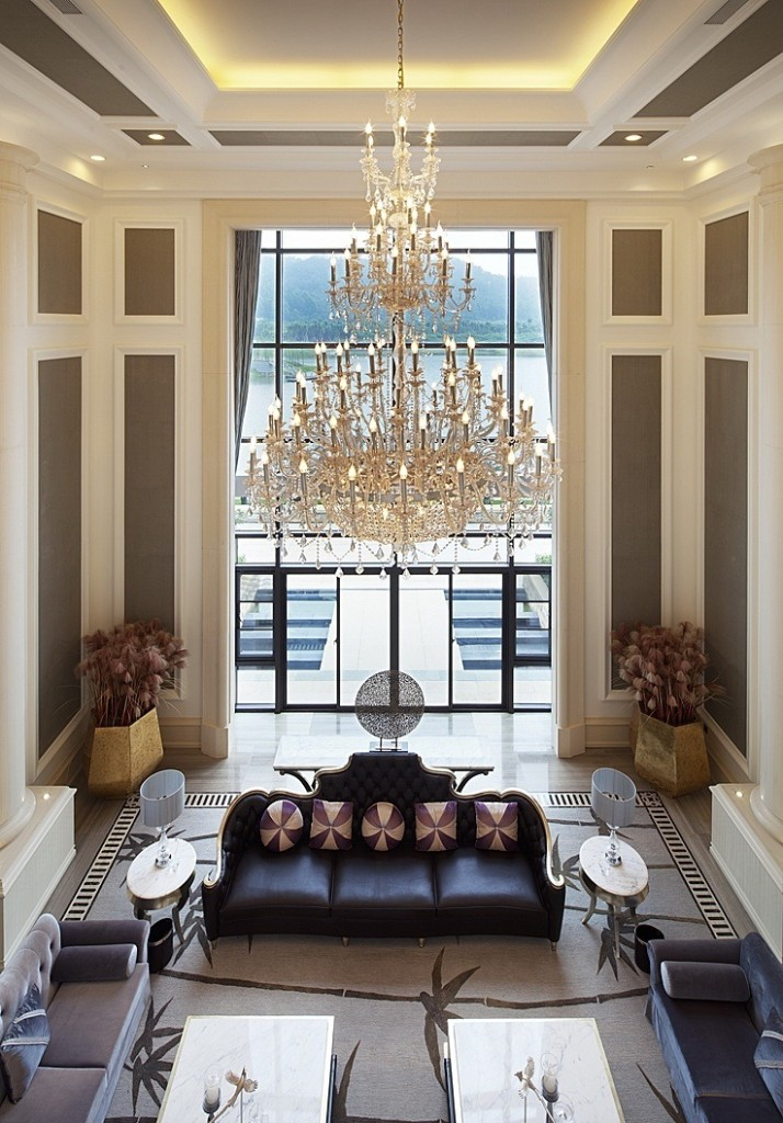 charming-luxury-interior-decorations-with-high-ceiling-