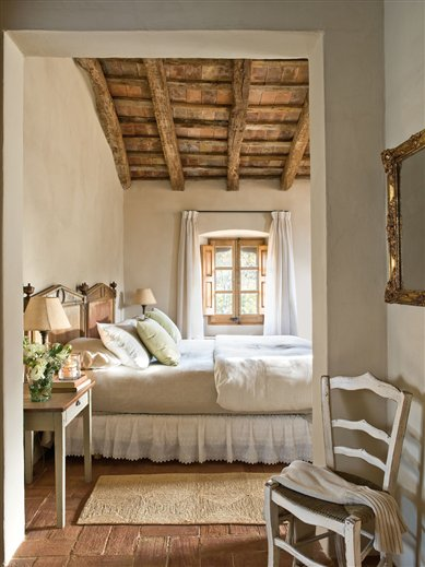 mediterranean-comfortable-family-farmhouse-bedroom