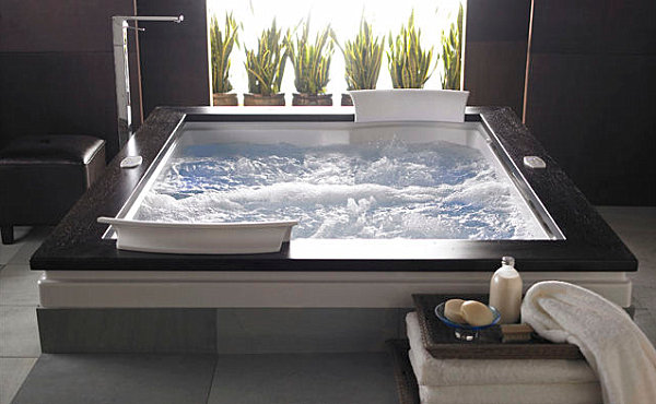Elegant-whirlpool-tub-with-wooden-border