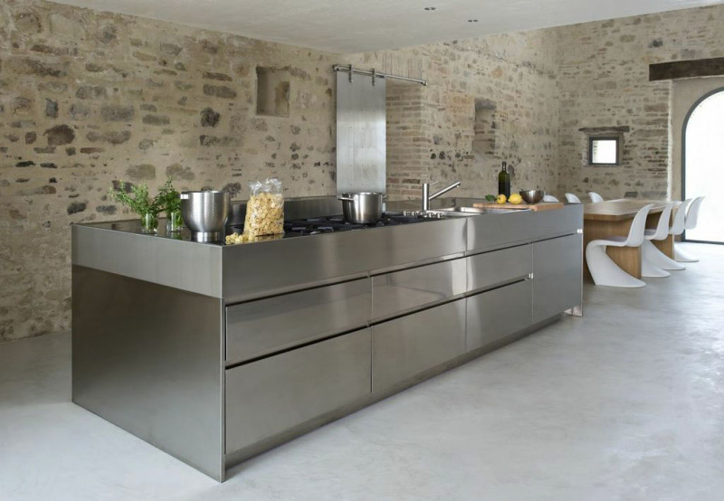 Simple-Kitchen-Made-of-Stainless-Steel-