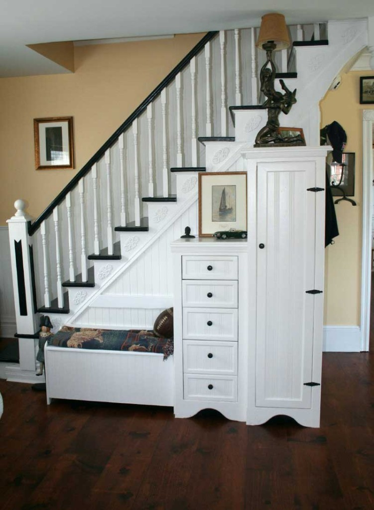furniture-interior-trendy-white-wooden-stairs