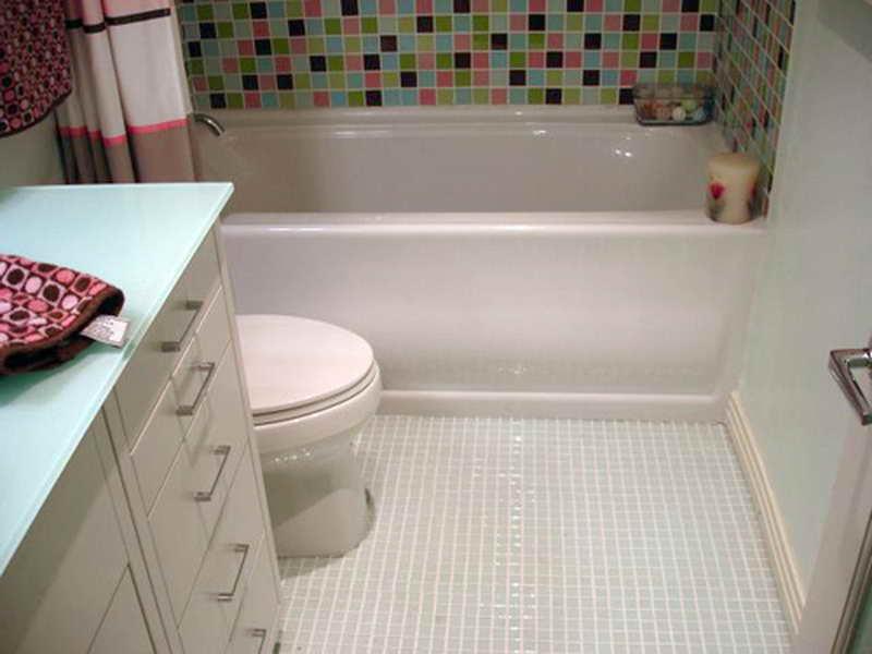 white-tile-bathroom-flooring-design-ideas-floor