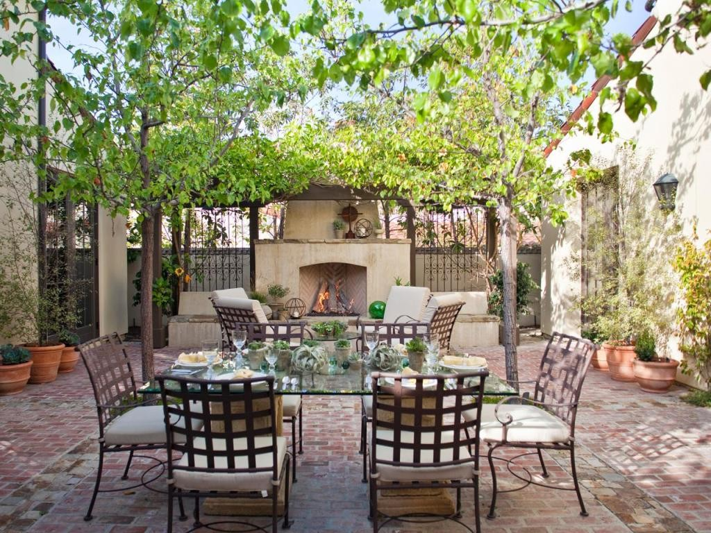 At-Home-Outside_Mediterranean-Dining-Area-Outdoor-Fireplace_