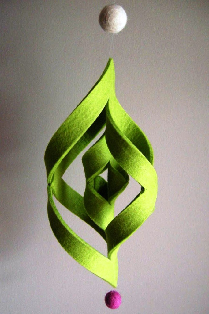 Easy-to-Make-Felt-Ogee-Swirl-Christmas-Decoration