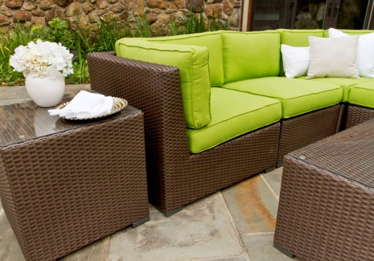 Rattan-Decorating-Ideas-With-Front-Patio-Design-