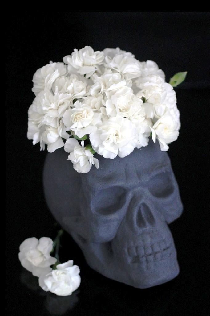 foam-skull-vase-