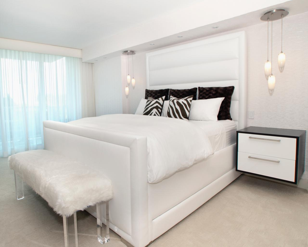 Alena-Capra_All-White-Bedroom-bed
