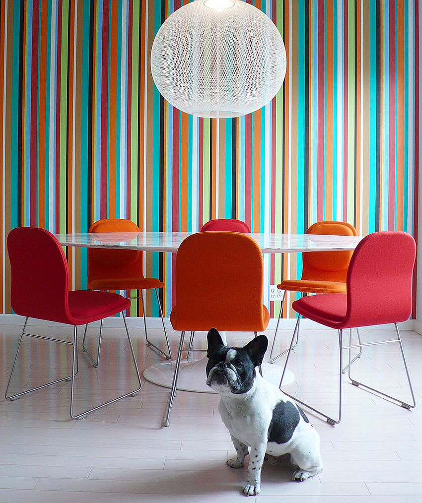 Bold-color-field-striped-wallpaper-in-the-contemporary-dining-room