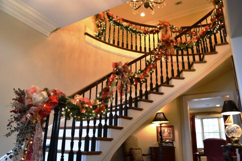 Christmas-Stairs-Decorating ideas