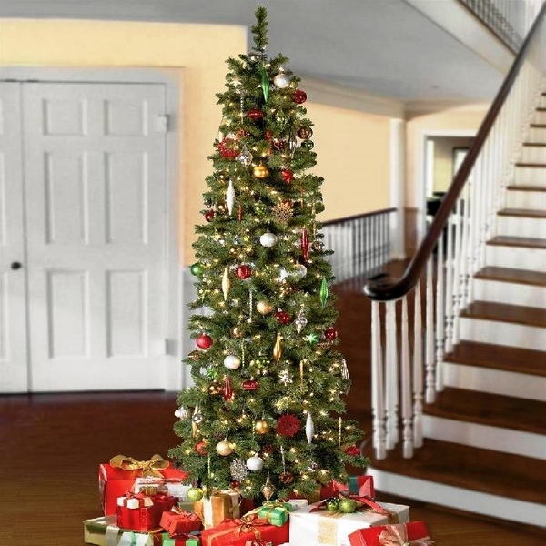 Christmas-window-decoration-ideas-hallway-decoration-ideas-traditional-red-green-colors