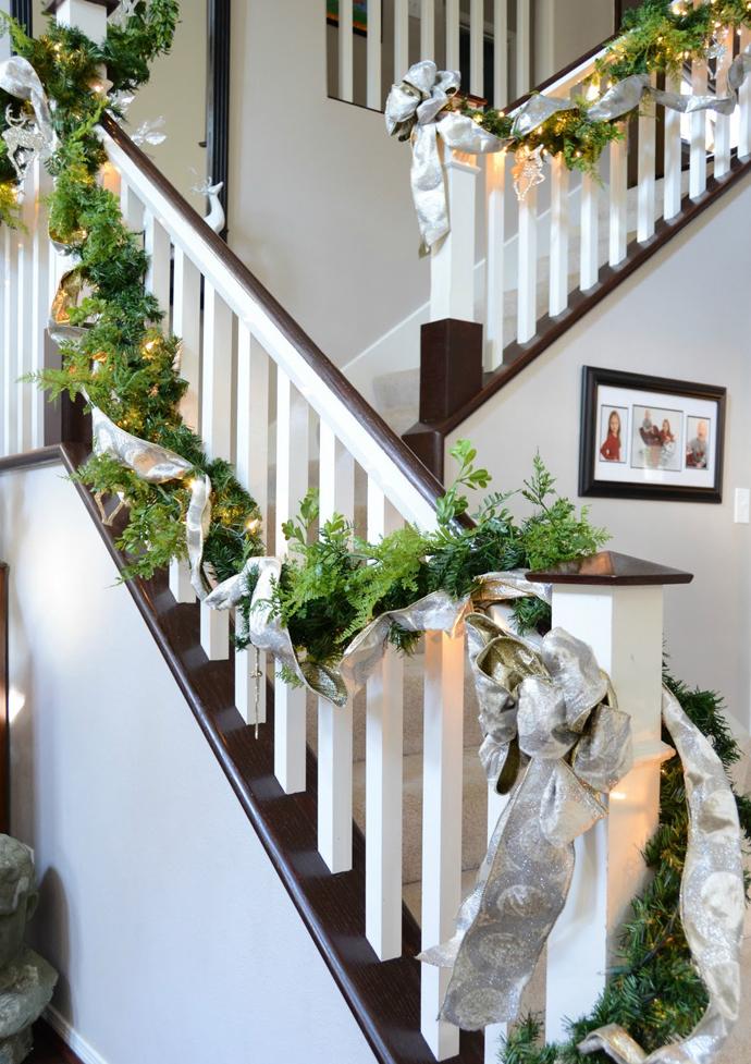Stunning-White-Staircase-Christmas