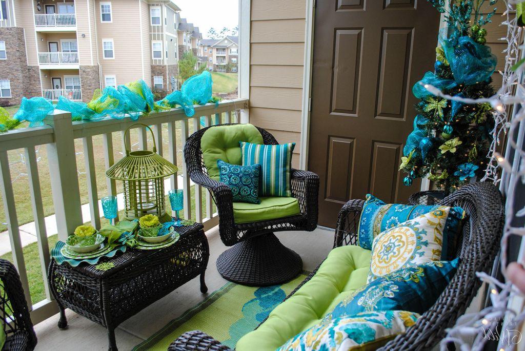 chic-small-balcony-decorations-for-xmas