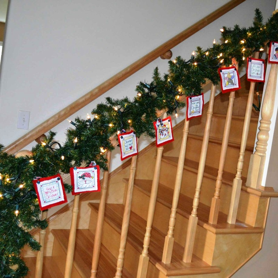 creative-christmas-stairs-decorations