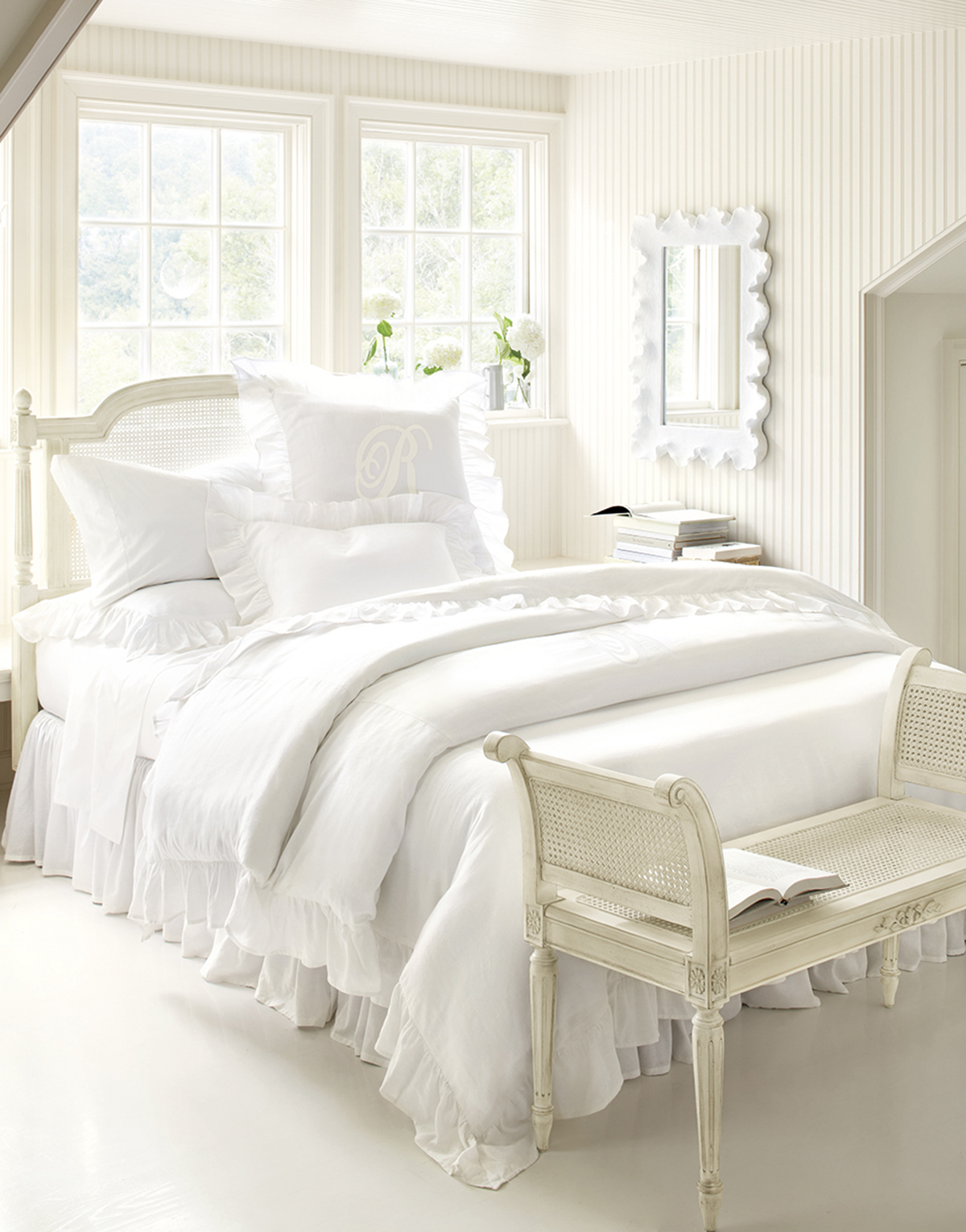 how-to-decorate-an-all-white-bedroom