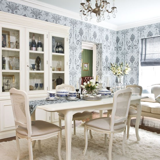 pale-blue-printed-wallpaper--dining-room