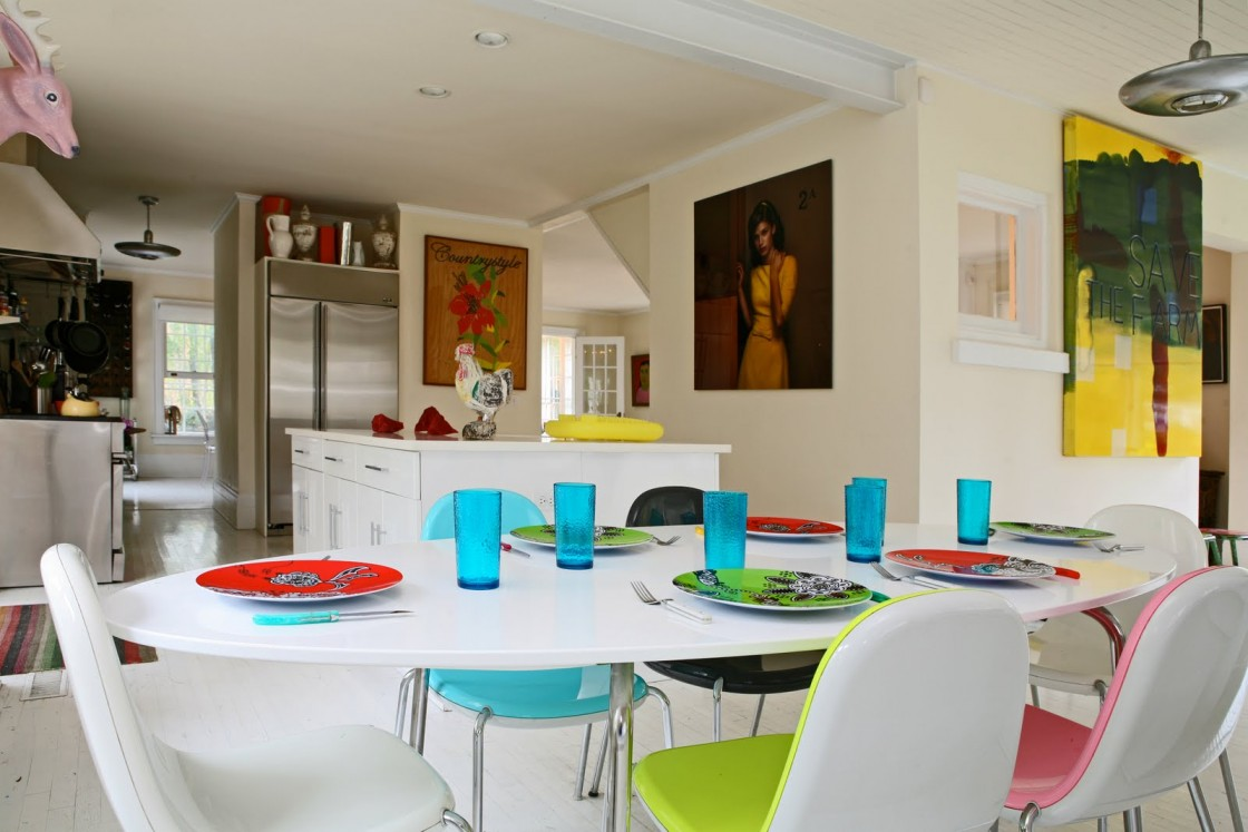 Colorful-Dining-Room-Colors-With-white-dining-table-and-colorful-chairs-design