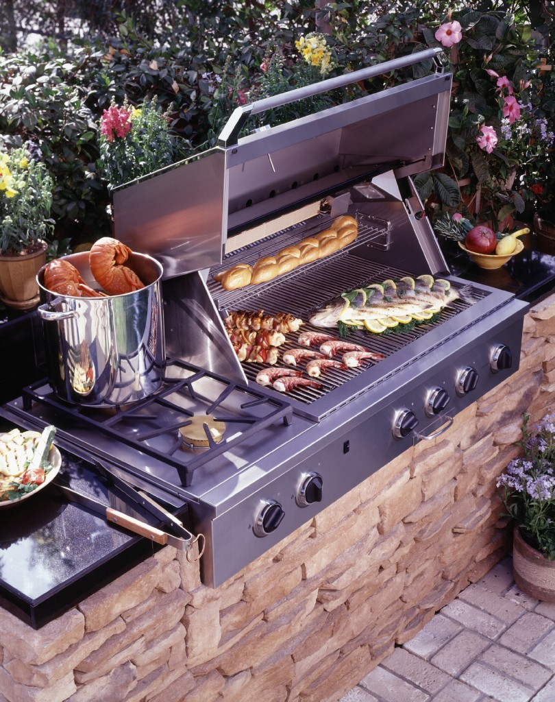outdoor-kitchen-cook