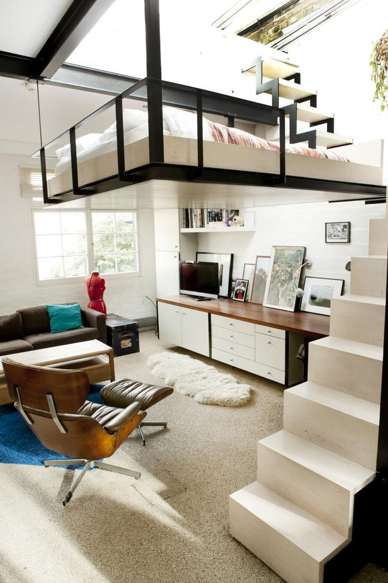 Staircase-leading-to-the-suspended-bedroom
