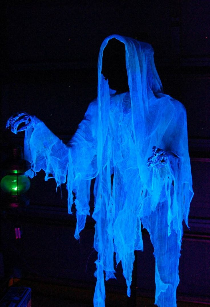 Cloaked-Halloween-ghost-decor-ideas
