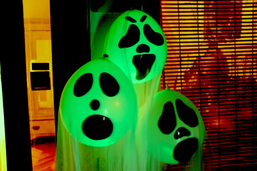 DIY Halloween Ghost Glow Balloons