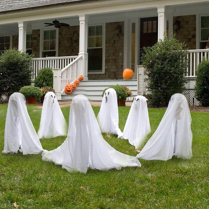 Easy Outdoor Halloween Decoration
