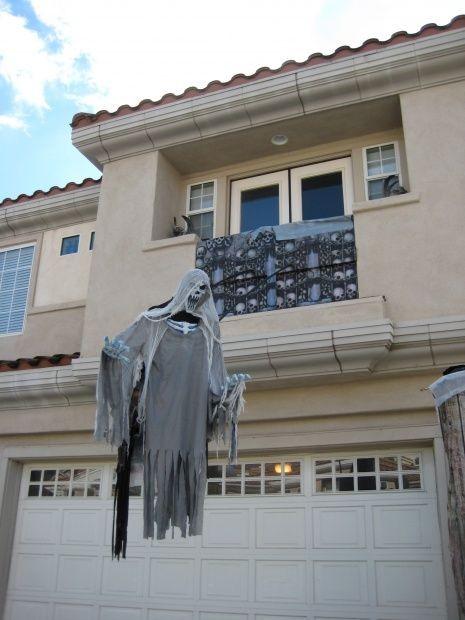 float-evil-entity-Halloween-ghost-decor-ideas