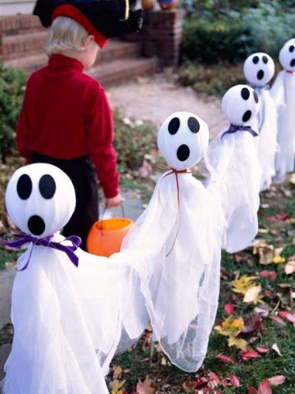 outdoor-ghost-halloween-decor-ideas