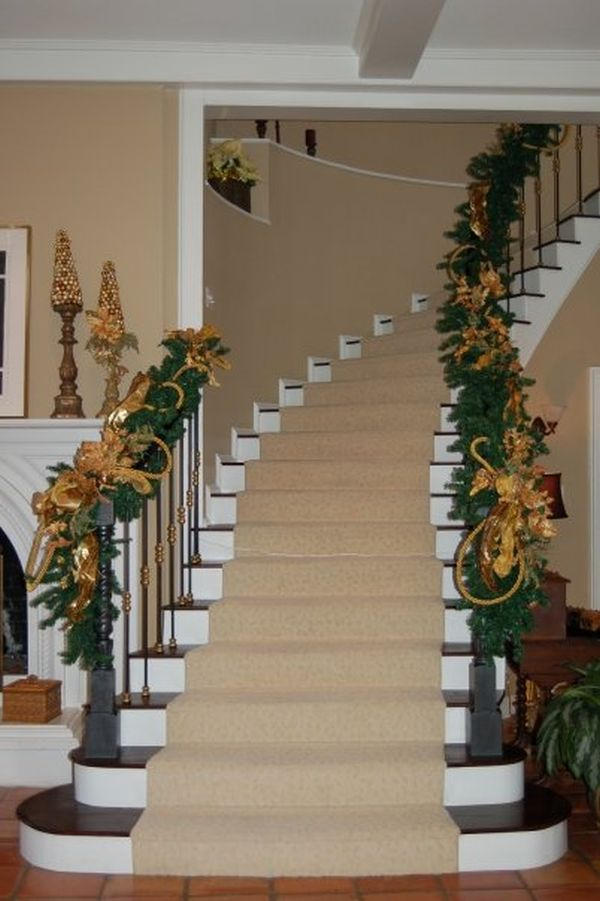 beautiful-christmas-stairs-decoration-ideas-18