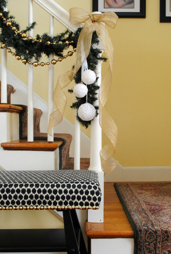 beautiful-christmas-stairs-decoration-ideas-3
