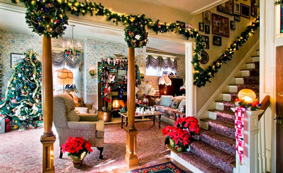 beautiful-christmas-stairs-decoration-ideas-9