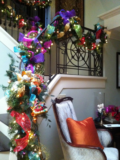 christmas-stairs-decoration-transitional-style