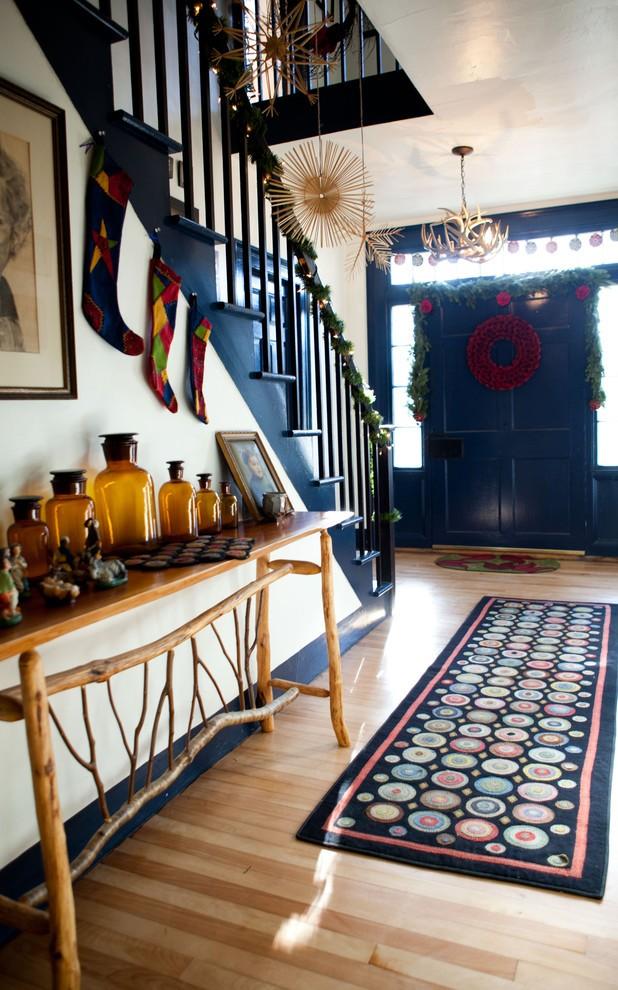 farmhouse-entry-christmas-wreath-decoration