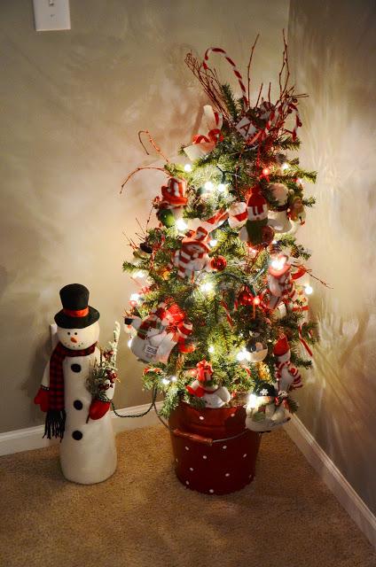christmas-snow-man-in-corner