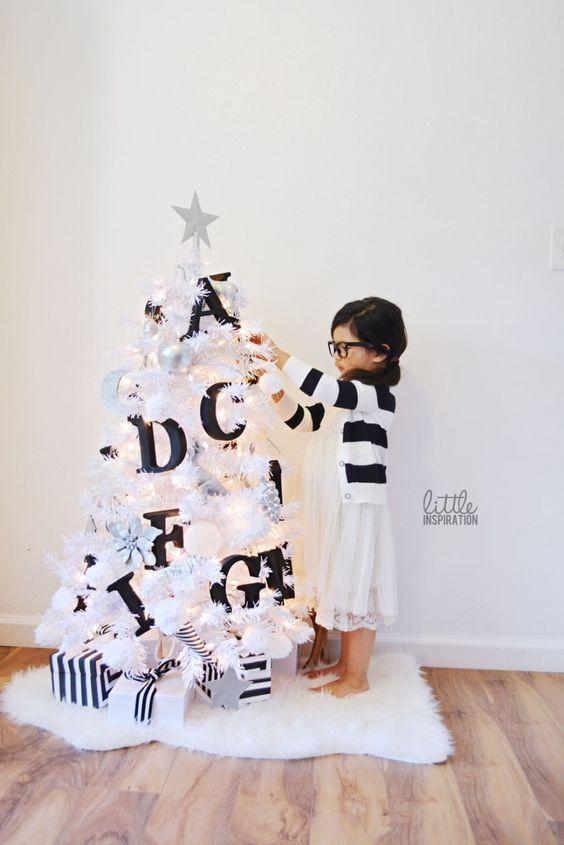 kids-room-christmas-decor-ideas-26