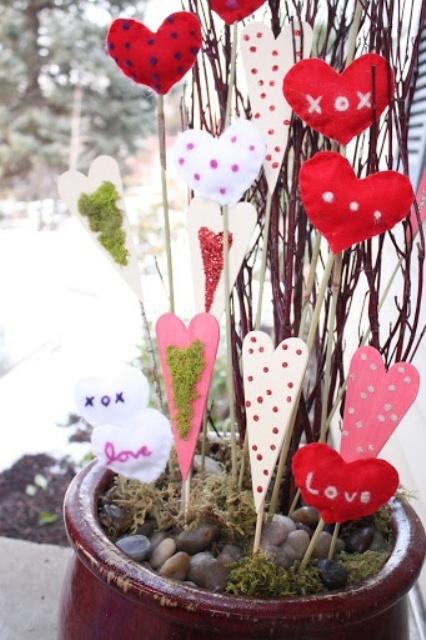 unique-outdoor-valentine-decor-ideas-12