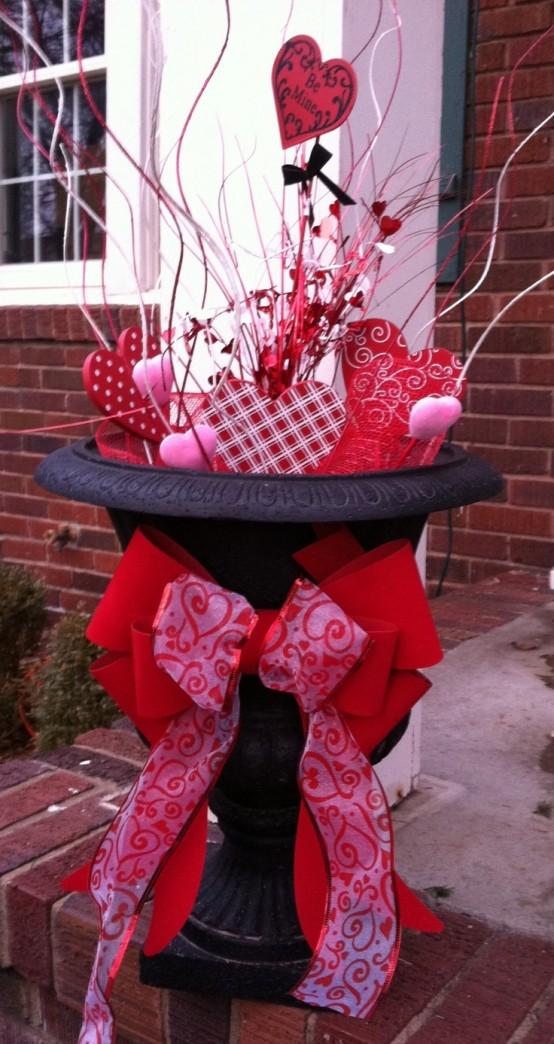 unique-outdoor-valentine-decor-ideas-7