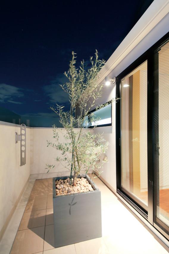 Midcentury Balcony Design