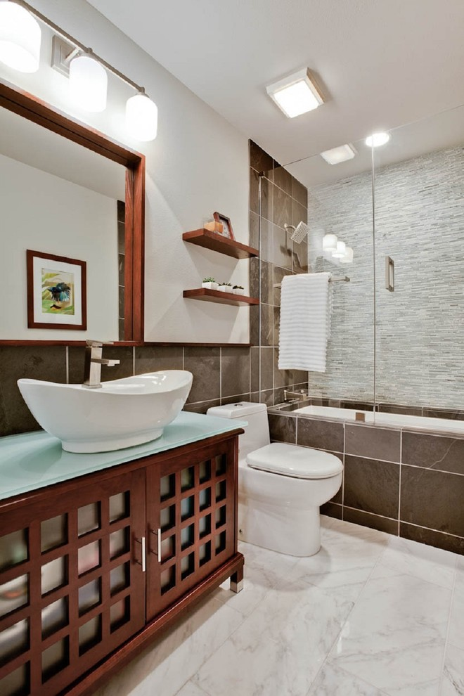 Modern Bathroom Design With Undermount Tub