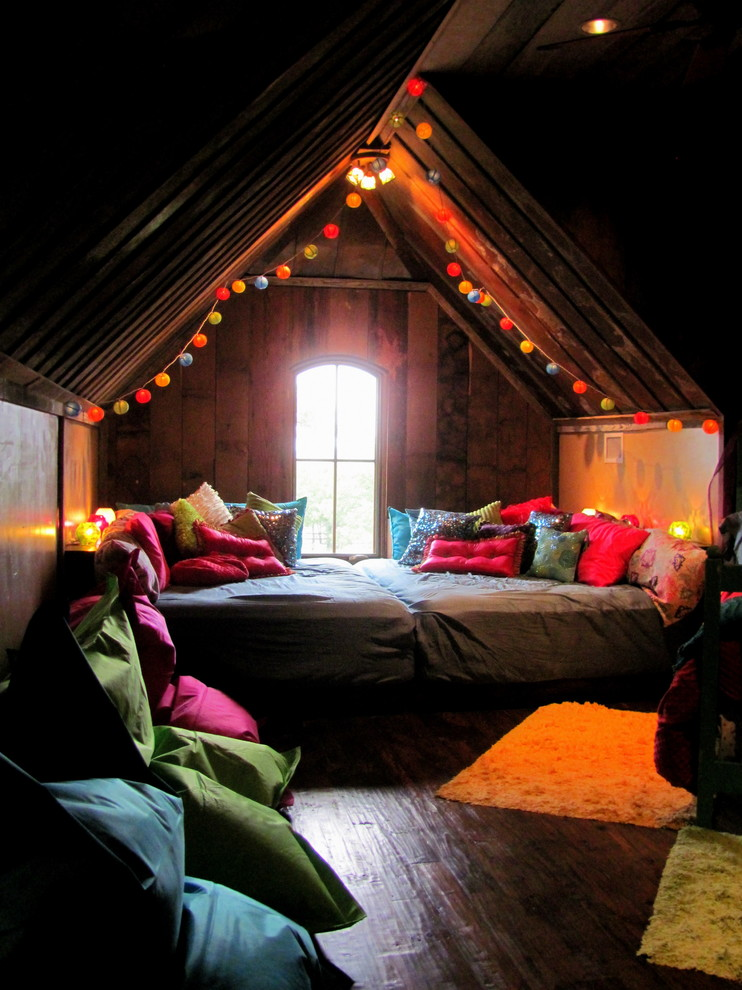 Christmas Attic Bedroom Decoration Ideas