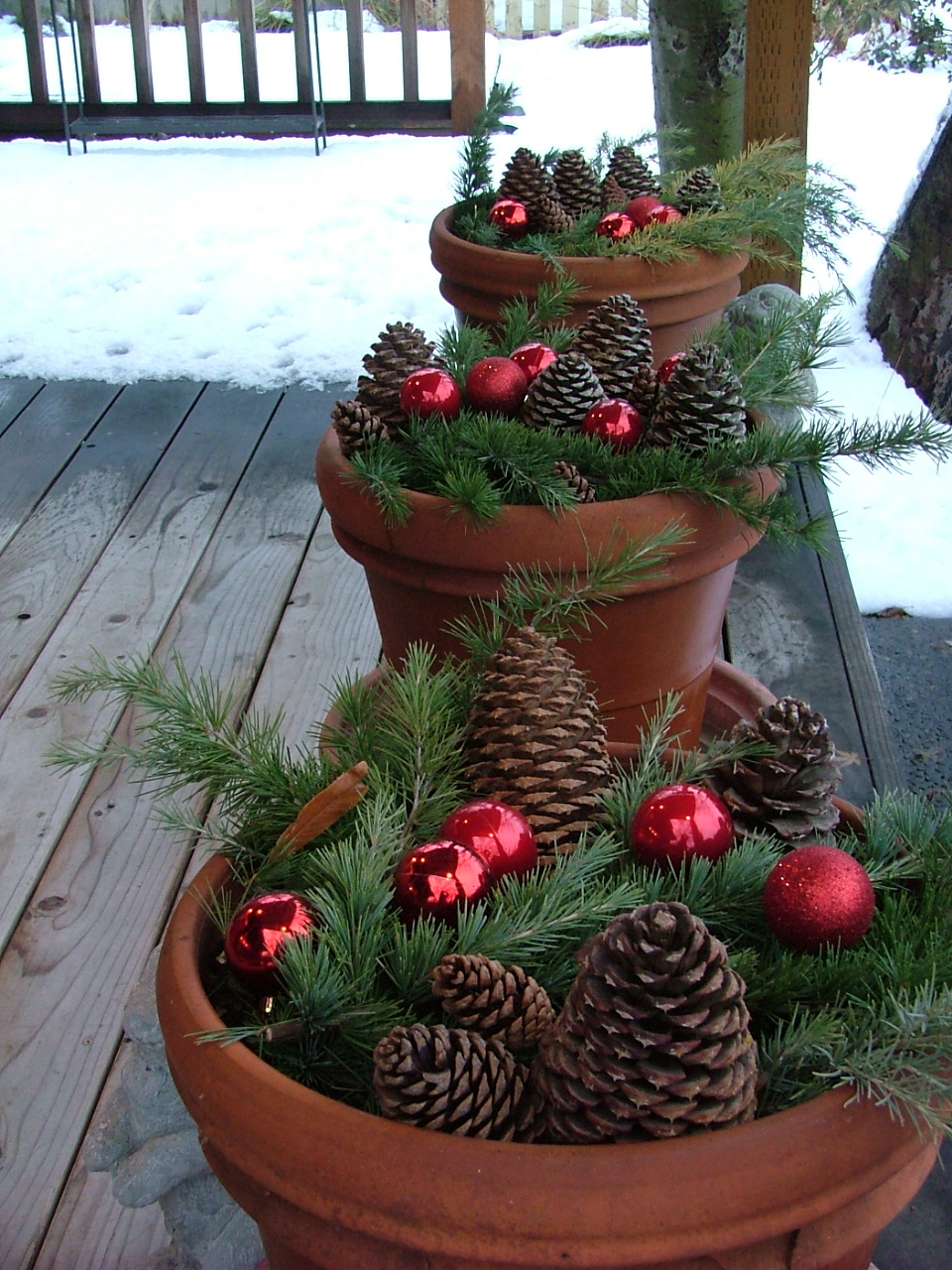 Easy Outdoor Christmas Decorating