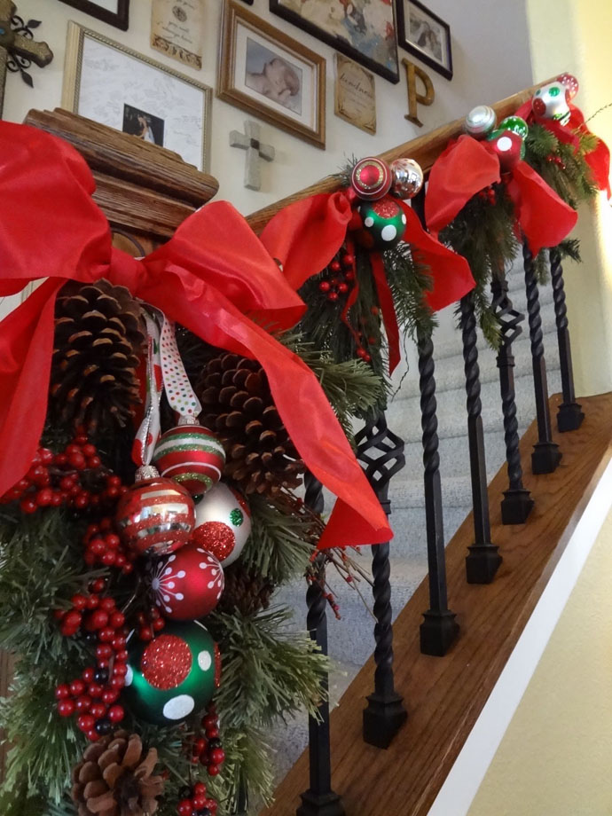Christmas Staircase Decorations designs