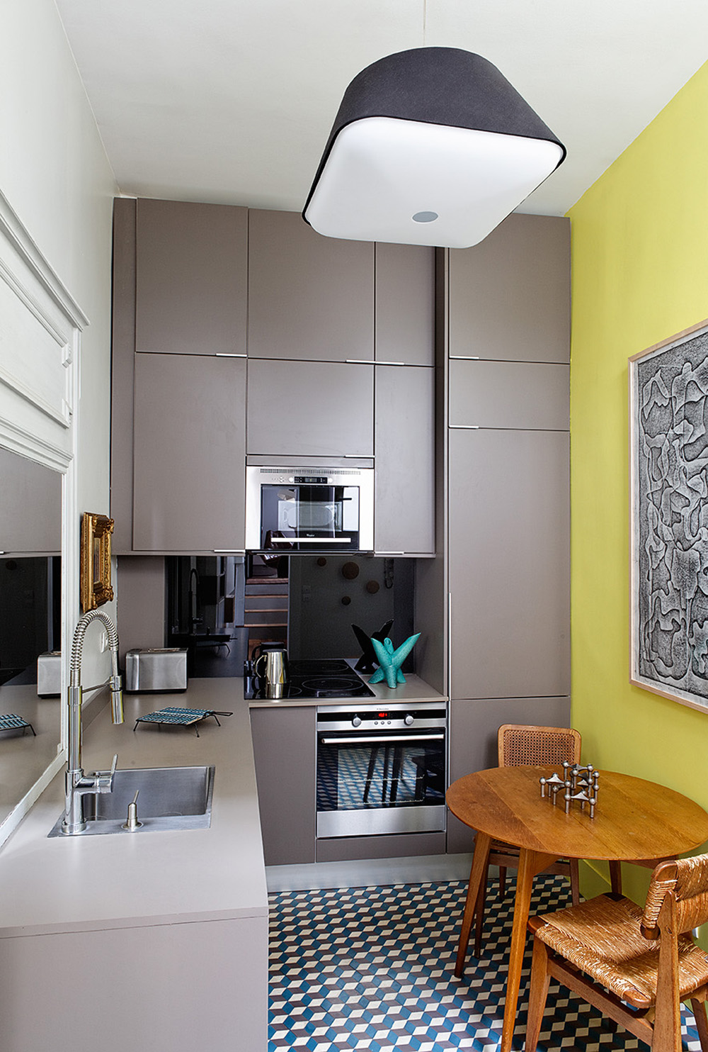Sleek Colors and Geometric Prints Kitchen