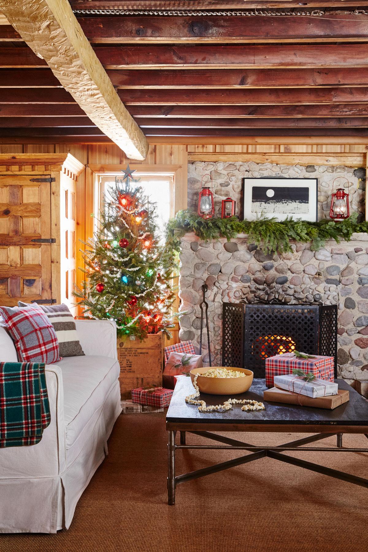 Christmas Living Room Decor Ideas (31)