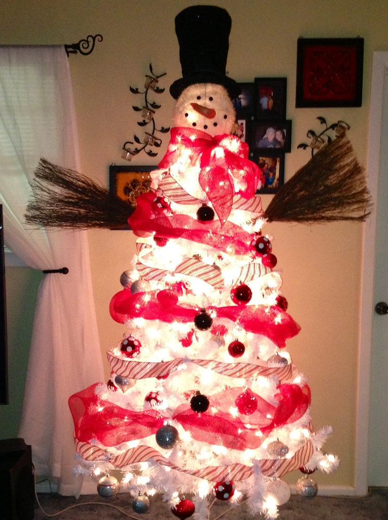 DIY White Christmas Tree Snowman Thewowdecor