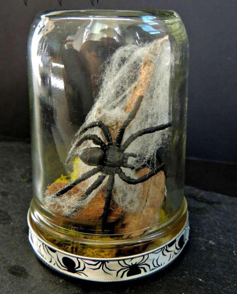 Mason-Jar-Halloween-Craft-Spider