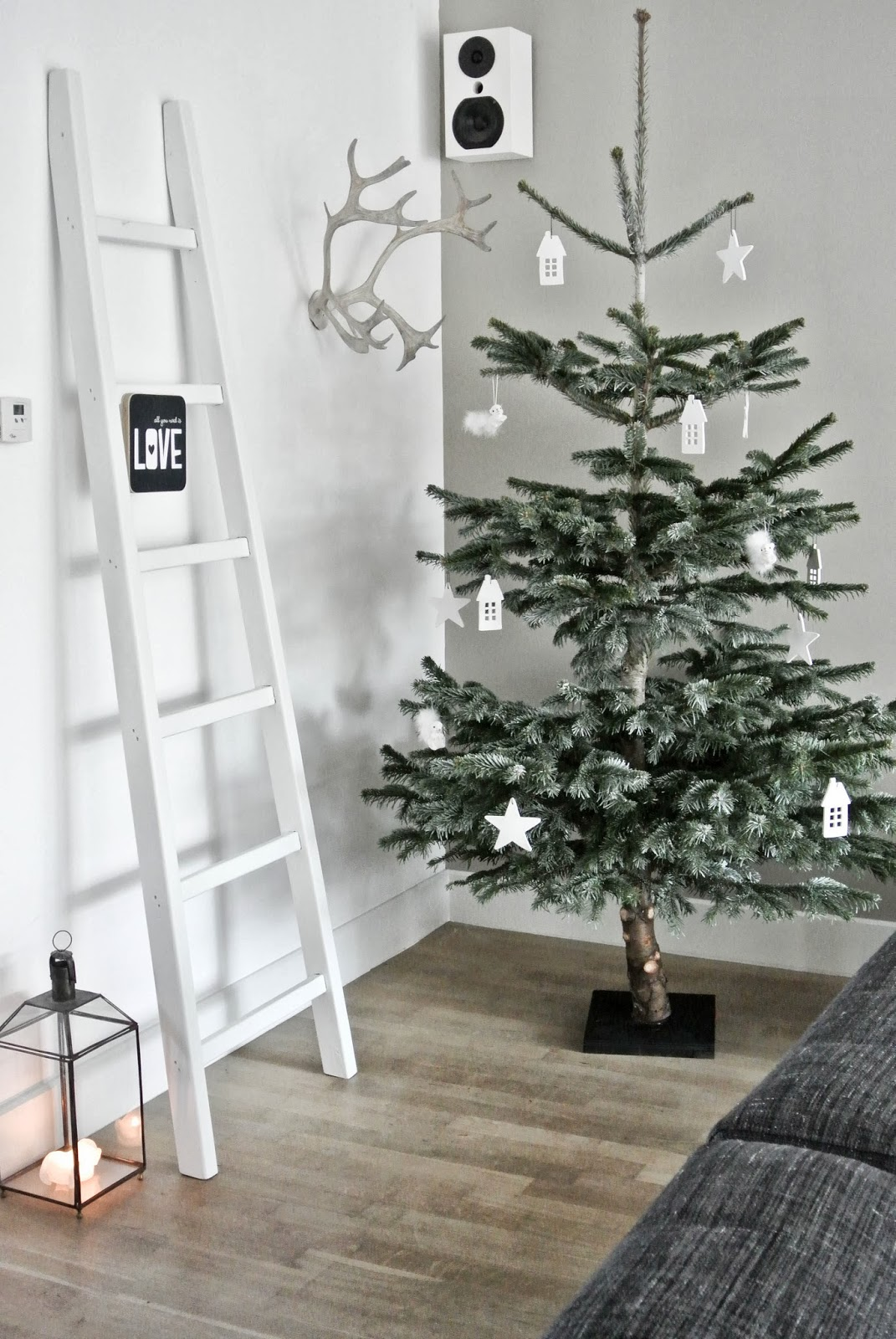 Minimal Christmas Tree Dwellingdecor