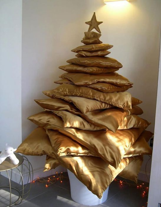 Pillow Stack Christmas Tree Thewowdecor