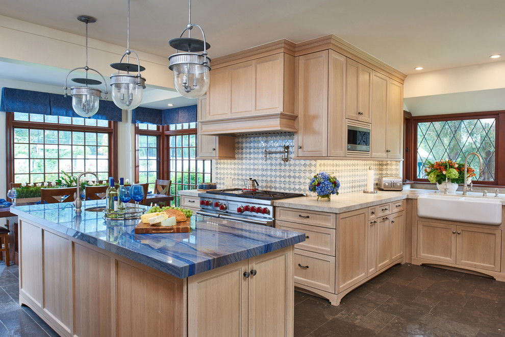 traditional-kitchen-blue